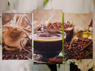 На фоне кофейных зерен