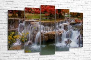 Красочный водопад