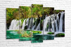 Водопад и лазурное озеро