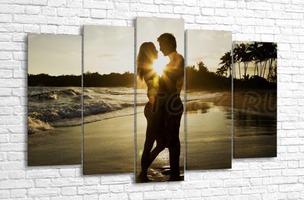 Романтическая пара на закате